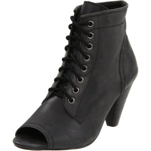 Report Women's Cullens Ankle Boot